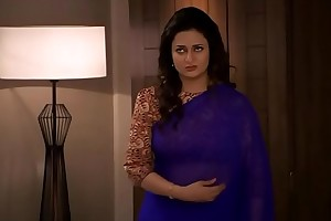 Divyanka Tripathi-ishita Deep Navel treat nearby Blue saree