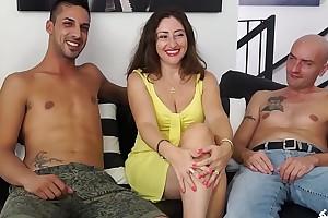 SCAMBISTI MATURI - Cum on tits be beneficial to subfusc mature Italian having a trinity