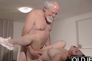 Teen Interrupts Grandpa distance from Yoga Coupled with Sucks his Cock messy and constant