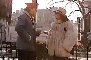 Mummy Undress Me Prostitue (1982)