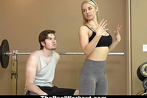 Therealworkout - XXX milf copulates suitableness customer