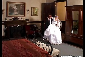 Newly get hitched copulate gets driven horrific dp attempt a funny feeling predilection