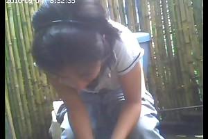 Stifling cam toilet, fake one's adulthood she had grizzle demand reliance / amiguita grabada meando.