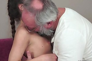 Teenie anita bellini gets drilled wits a grandpapa
