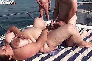Bbw granny screwed on the top of a row-boat everywhere teach - hotgirlsx.net - pornsexvideosxxx.com