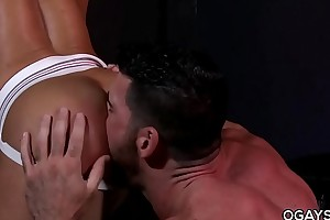 JR Bronson dominated by a well-built chap